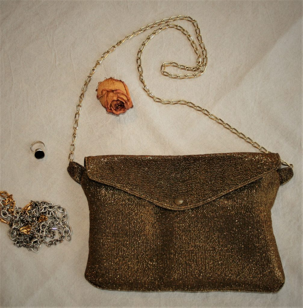 golden clutch (2)